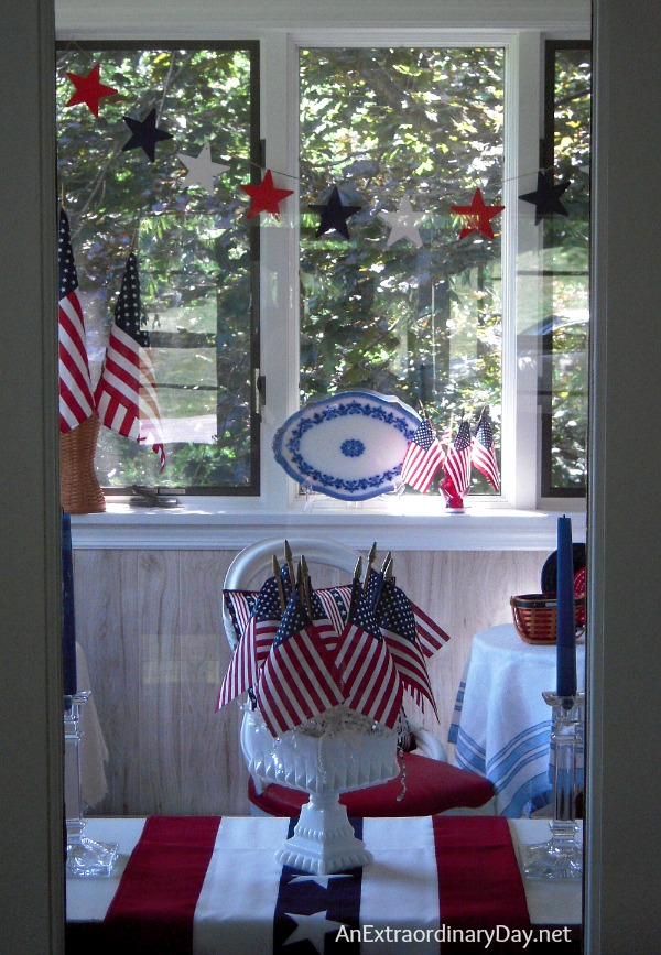 4th of July :: Sunroom Celebrates Independence Day :: AnExtraordinaryDay.net