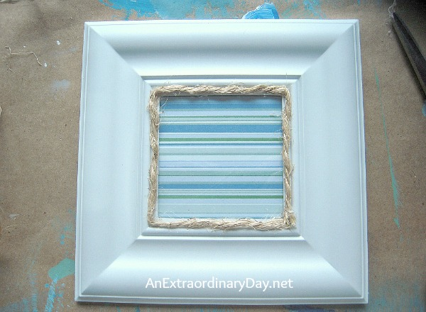#CoastalTutorial :: Rope trimmed frame for coastal decorating :: AnExtraordinaryDay.net