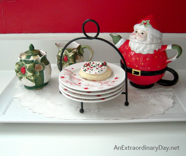 Red and White Christmas Vignette :: AnExtraordinaryDay.net