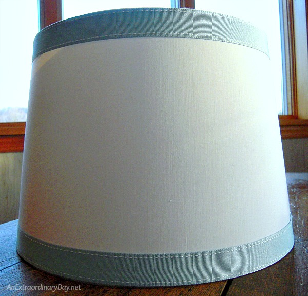Grosgrain ribbon trimmed lampshade - Quick and Easy Lampshade Makeover - AnExtraordinaryDay.net