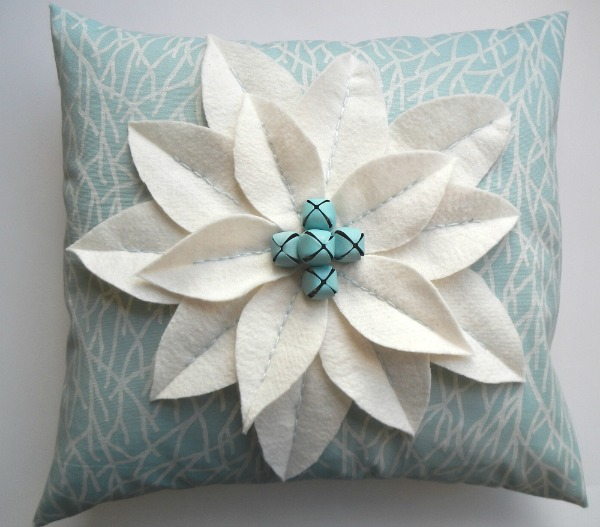 My Simple to Make Coastal Christmas Decor Poinsettia made with painted jingle bells - ExtraordinaryDay.net