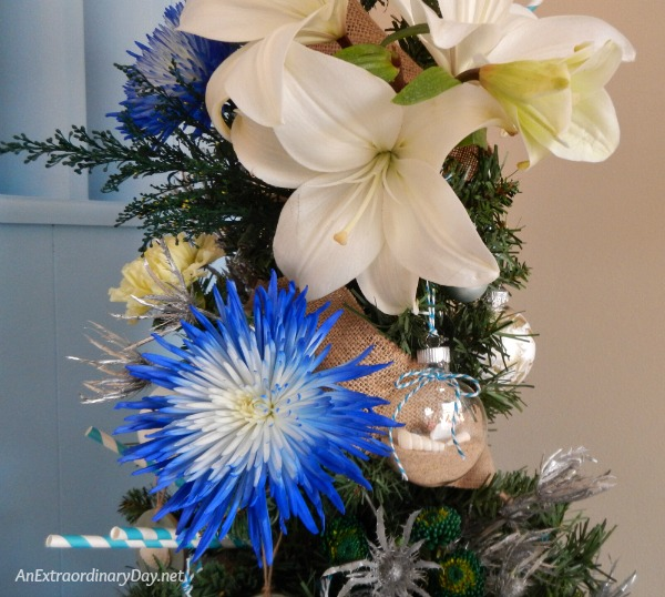 Stunning fresh flowers to decorate the Christmas tree in a most elegant way