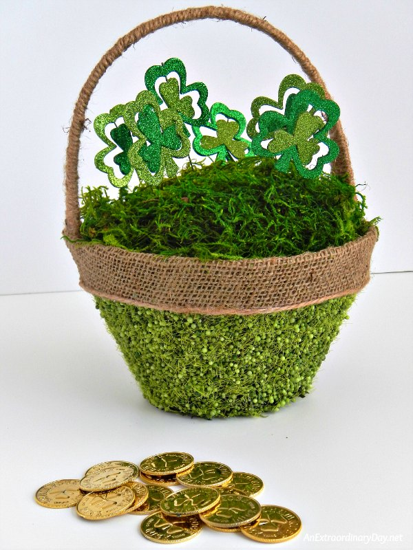 St. Patrick's Day Basket with Shamrocks Tutorial