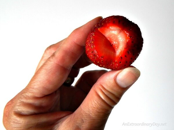 It's strawberry time! Don't miss this tip for hulling luscious strawberries from AnExtraordinaryDay.net
